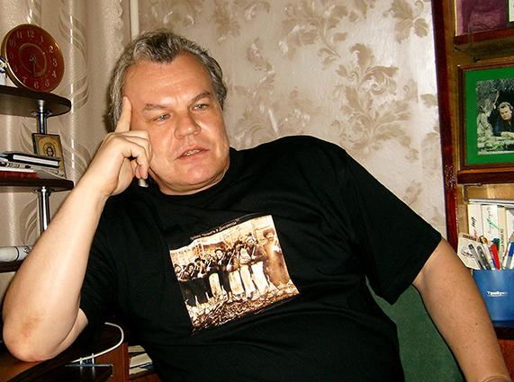 Юрий_Беликов_в_майке_дикороссов